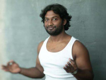 New Delhi Vibe Yoga - Vinyasa Yoga z Frannym Chandrą z Indii